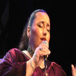 קונצרט לטיני בחשיכה- מיסה קריאולה